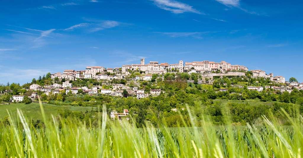 Prêt à faire du tourisme dans le Tarn ? Ici, le village de Cordes-sur-Ciel. © Phot65, Fotolia
