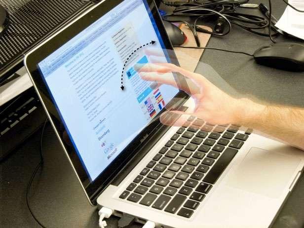 Interface sans contact, SoundWave détecte les mouvements d'un objet suffisamment gros, par exemple une main, à quelques centimètres de distance. © Microsoft Research