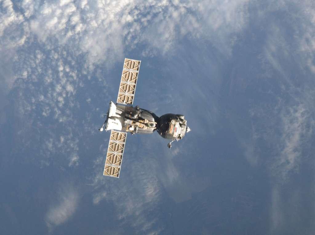 L'actuelle capsule Soyouz, seul engin aujourd'hui capable d'envoyer des hommes à bord de l'ISS et de les redescendre sur Terre. Pour la période 2014-2016, la Nasa a signé un contrat de 753 millions de dollars portant sur la formation, l'entraînement et le transport de 12 astronautes à destination de l'ISS. © Nasa
