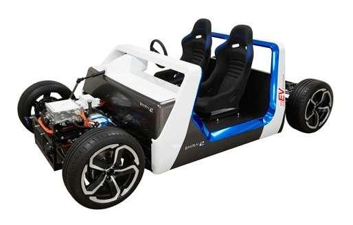 Outre les interfaces Homme-machine, Mitsubishi Electric travaille également sur les véhicules électriques. Fin 2013, l'entreprise japonaise a dévoilé un concept car électrique nommé Emirai 2, à l'image, qui est équipé de trois moteurs électriques, un pour les roues avant et un dans chaque roue arrière. © Mitsubishi Electric