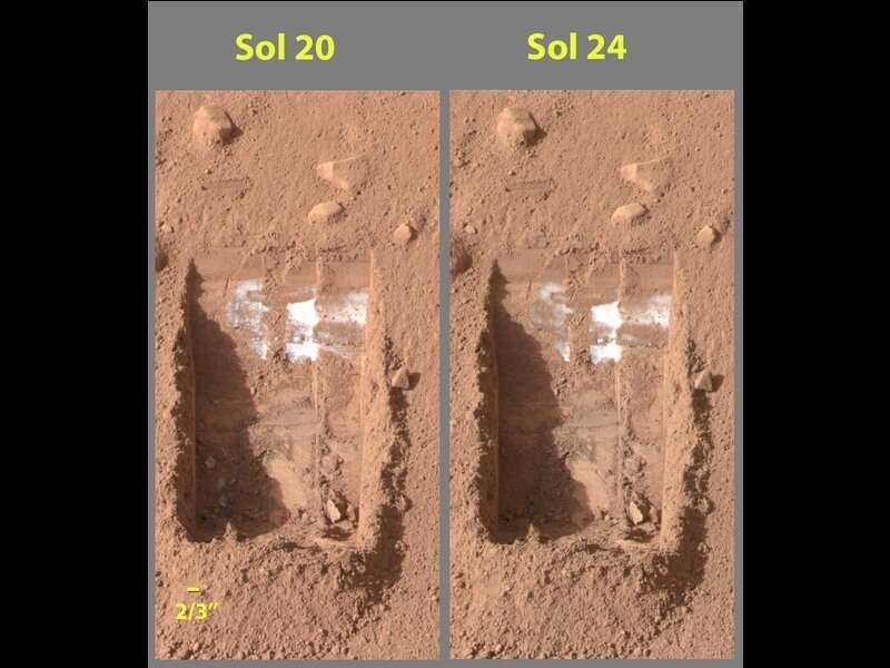 Des images de la glace sous la poussière martienne prise le 15 et 19 juin 2008 par Phoenix Mars Lander. © Nasa, JPL-Caltech