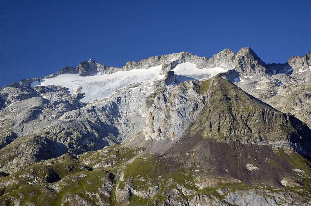 Sommet et glacier de la Maladeta, du côté espagnol des Pyrénées. © Pablo Moratinos, cc by sa 2.5