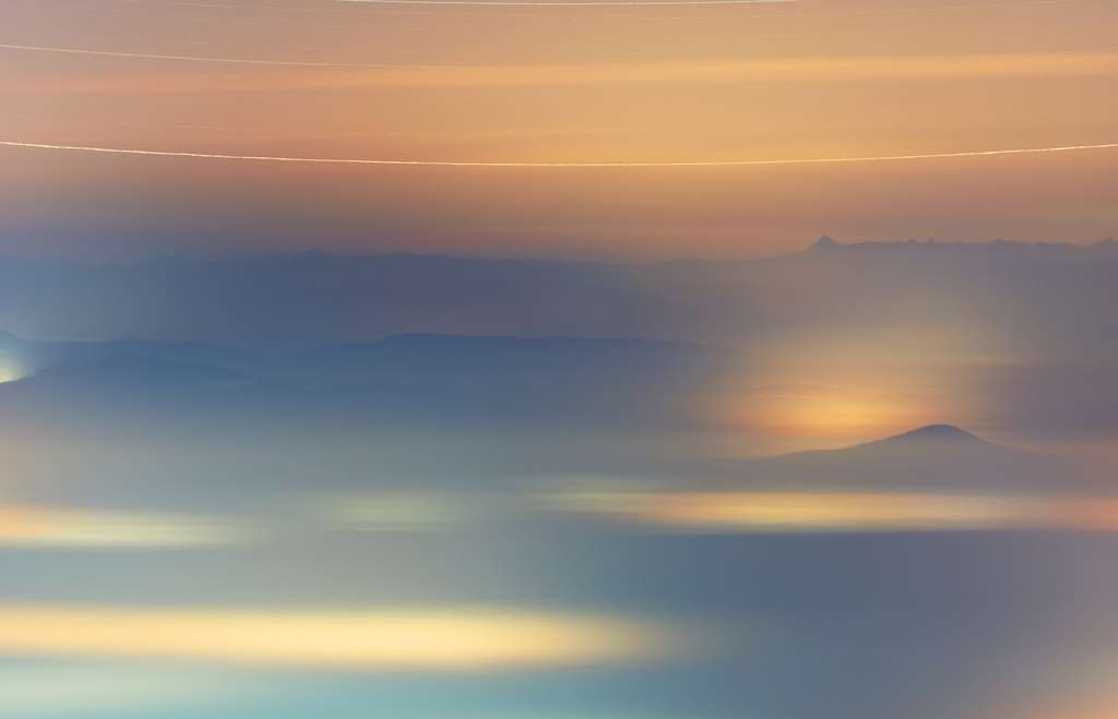 Quand la nuit d'hiver s'unit au matin brumeux. © Ferenc Szémár