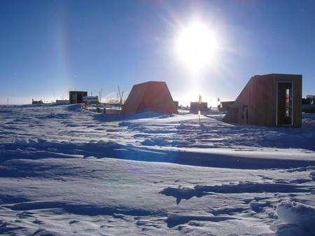 Cliquer pour agrandir. La station du Dôme Fuji, en Antarctique. Crédit : Dr. Hideaki Motoyama, Institut national de recherche polaire, Japon