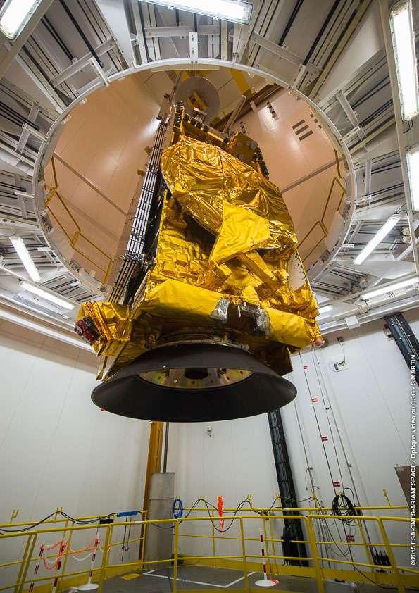 Le satellite DirecTV-15, installé sur le lanceur Ariane 5 ECA. © Esa, Cnes, Arianespace, service optique CSG