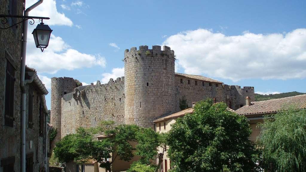 Le château de Villerouge-Termenès, au cœur d'un village médiéval