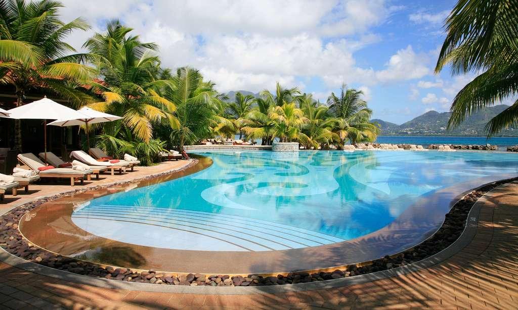 Piscine paradisiaque de l'hôtel Sainte-Anne, aux Seychelles
