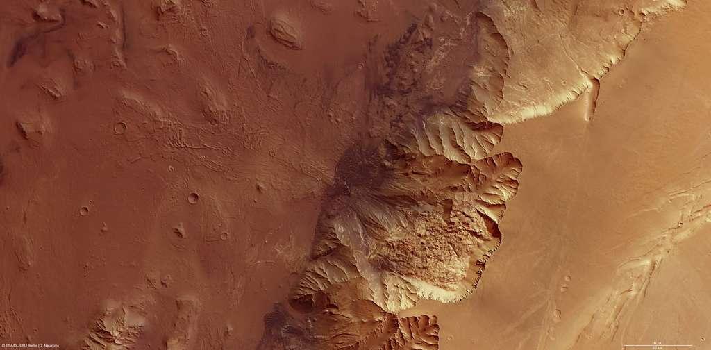 Le survol de Valles Marineris par l'orbiteur Mars Express lui a permis de révéler la structure tourmentée de Melas Chasma. © Esa/DLR/FU Berlin/G. Neukum