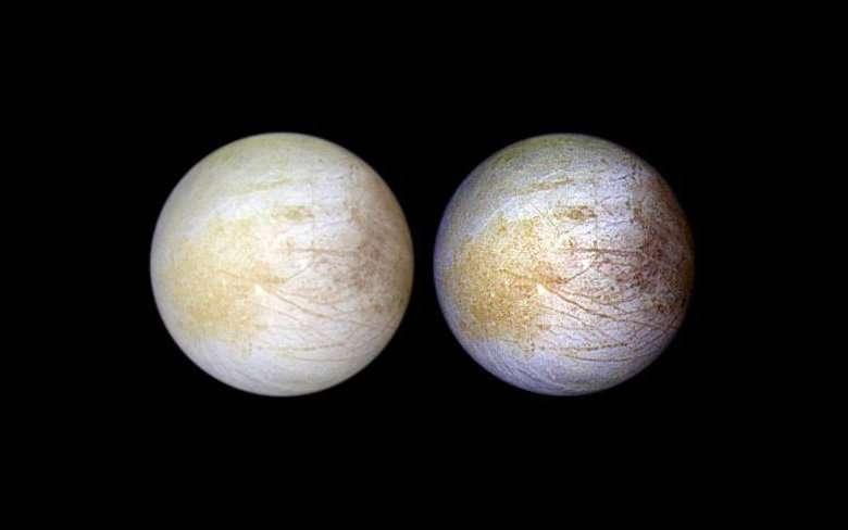 Des images capturées par Galileo. À gauche, Europe en couleurs naturelles. À droite, une version qui fait ressortir les différences de couleurs et sur laquelle on perçoit la zone jaune — au centre gauche — qui révèlerait la présence de chlorure de sodium. © Nasa, JPL, Université de l'Arizona