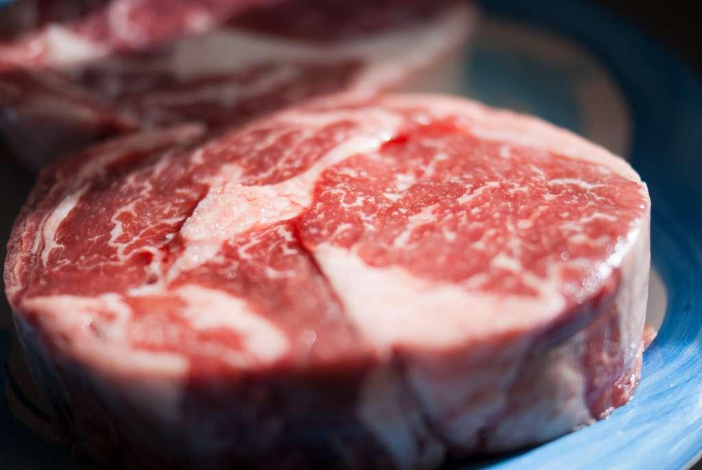 Pour une cuisson uniforme de la viande rouge, évitez le micro-ondes. © Tarale, Flickr