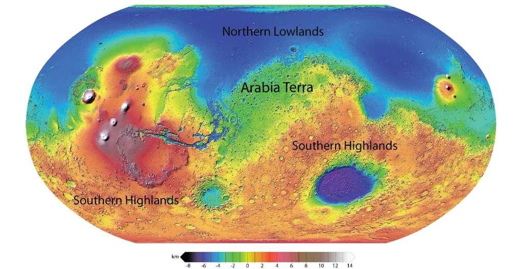 Carte des différentes altitudes à la surface de Mars. Arabia Terra se situe à un niveau intermédiaire entre les basses terres du nord (en bleu) et les hautes terres de son hémisphère sud (en rouge et orange). © Nasa, JPL, MOLA Science Team