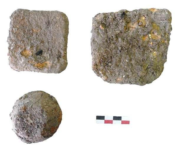 Objets de plomb trouvés dans la couche de destruction du rez-de-chaussée de la maison romaine, sous le forum byzantin. © Mafad 2019, tous droits réservés