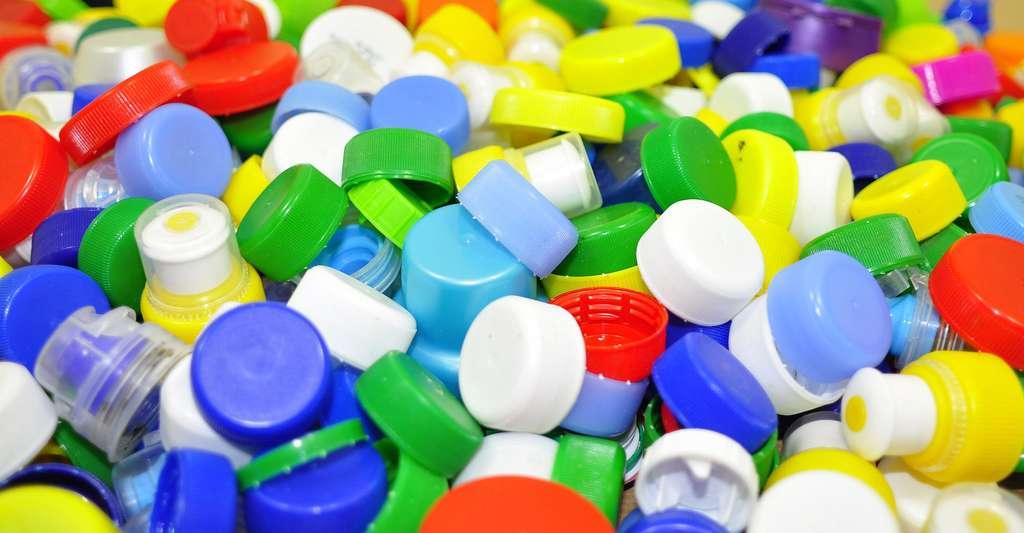 Les bouchons plastique sont aussi recyblables. © Articonn, CCO