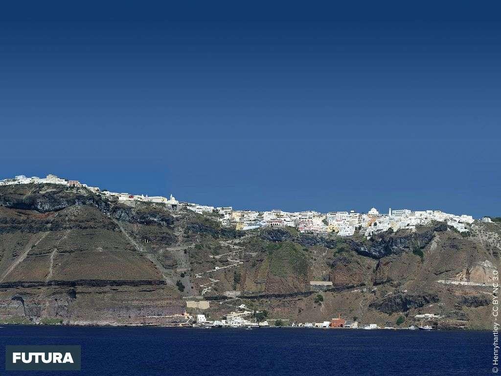 Le village de Fira, archipel de Santorin - Gréce