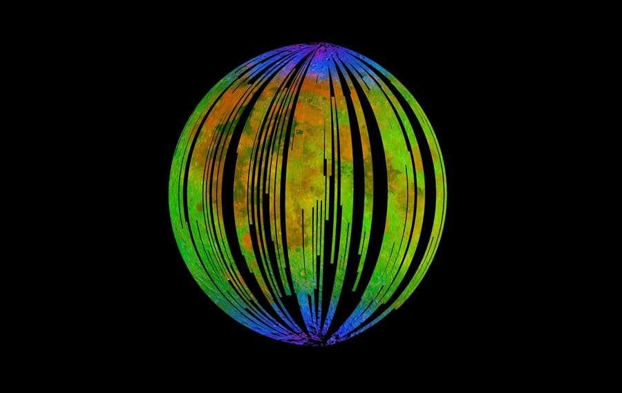La Lune vue en infrarouge. Les zones bleues montrent les zones où le sol recèle de l'eau. L'analyse des échantillons de roches lunaires contenant de l'eau a montré qu'elle avait la même origine que celle de la Terre. © ISRO, Nasa, JPL-Caltech, Brown University, USGS