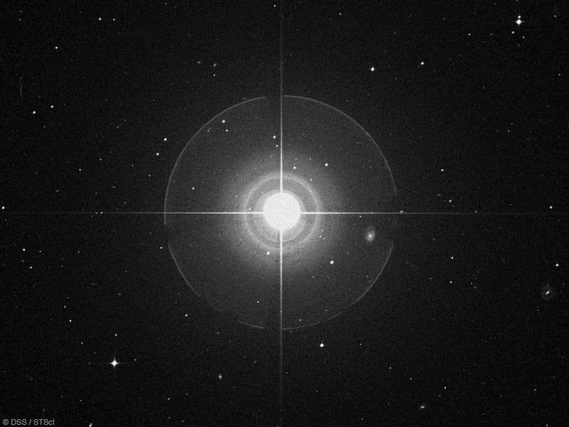 Tau Ceti est visible à l'œil nu. Sur cette image, réalisée un instrument, apparaît un effet optique dû à la diffraction. © DSS/STcl