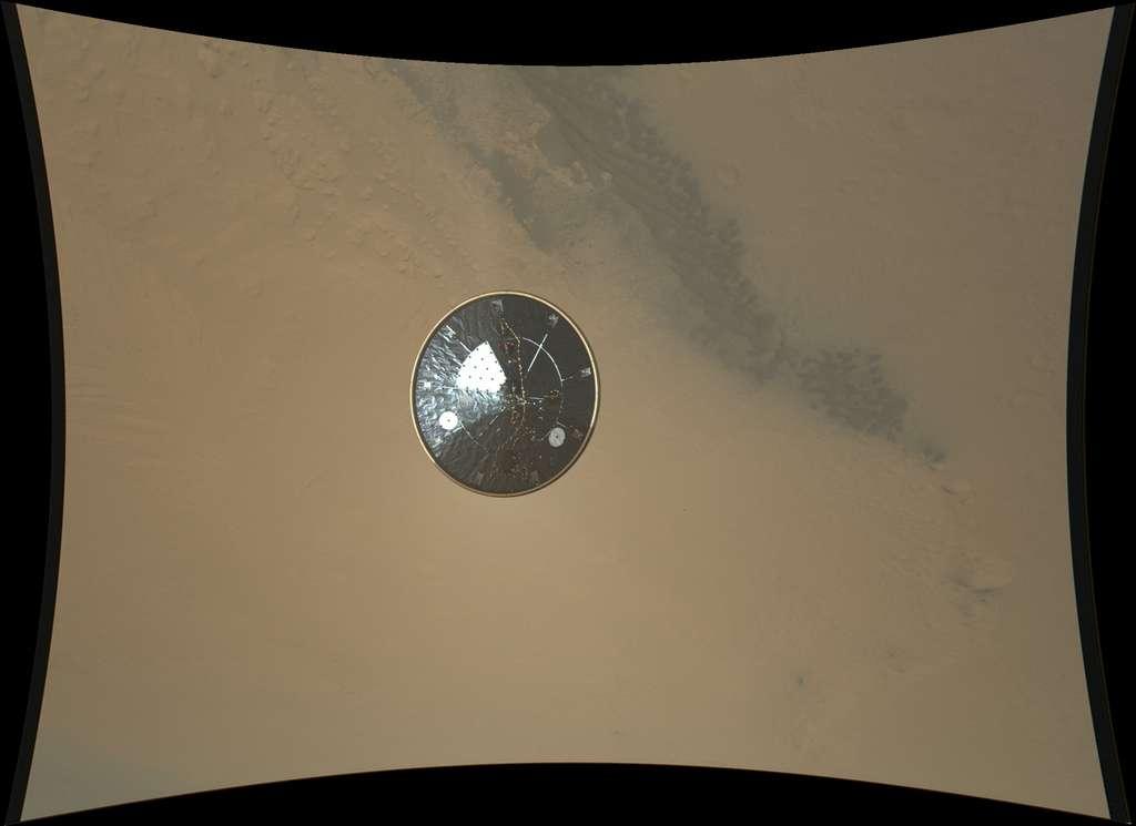 Le bouclier thermique de Curiosity photographié par Mardi