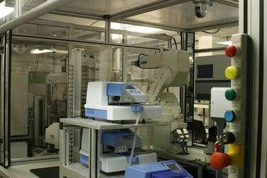 Eve, encore à l'état de prototype, deviendra, lorsqu'elle sera prête, une assistante pour la recherche de nouveaux médicaments. © 2005 - 2009, Aberystwyth University