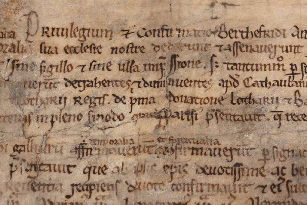 Extrait d'une charte de l'abbaye de Corbie (près d'Amiens), manuscrit en latin, août 825. Collection privée. © Collections - Aristophil.