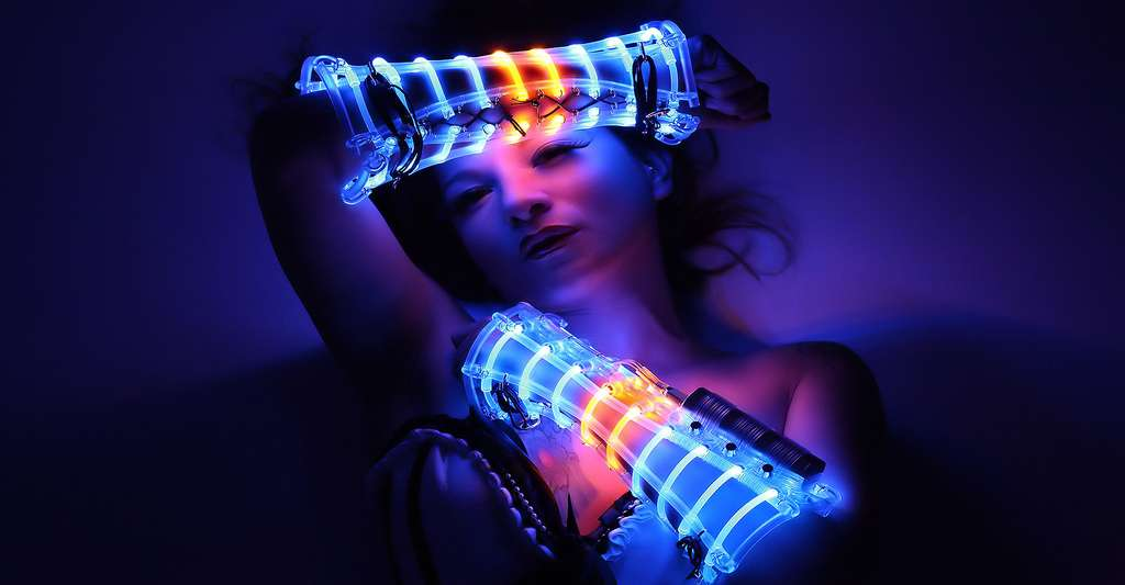 Costume en LED réalisé par Beo Beyond. © Beo Beyond, CC by 3.0