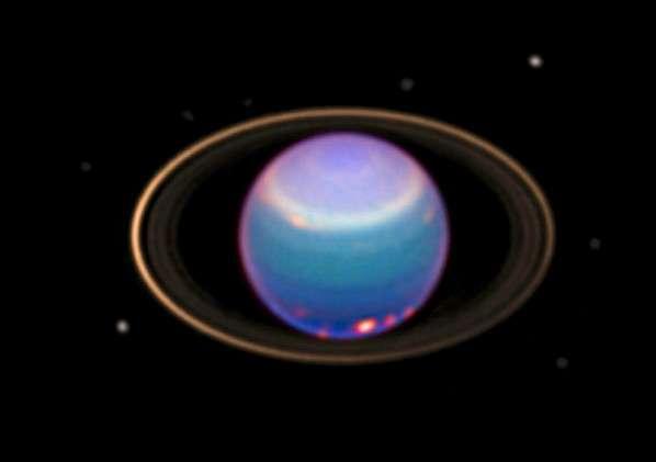 Jusqu'à présent seuls des nuages avaient été photographiés (sous forme de taches lumineuses) sur Uranus. © Hubble/Nasa/Esa