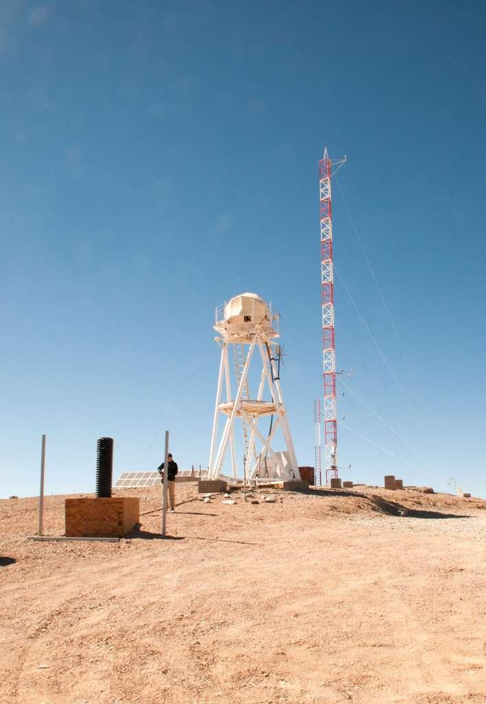 Sommet du futur site de l'E-ELT. Depuis plus de quinze ans que les télescopes du VLT sont en fonction, à une vingtaine de kilomètres, les astronomes sont très satisfaits des excellentes conditions astronomiques du site. © Rémy Decourt