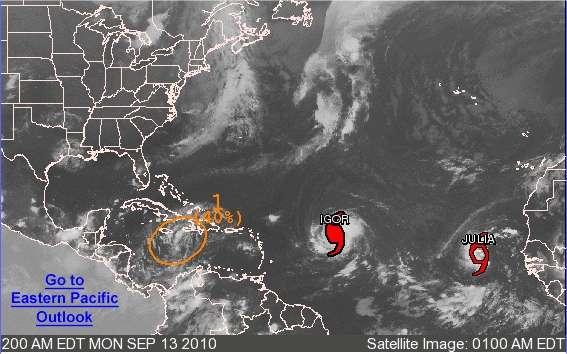 Igor, un ouragan, progresse à environ 20 km/h selon une route actuellement ouest nord-ouest. Il s'apprête à longer l'arc de l'archipel des Antilles puis les Bermudes. Entre-temps, il se sera renforcé. Derrière lui, Julia se prépare pour sa traversée de l'Atlantique. © National Hurricane Center