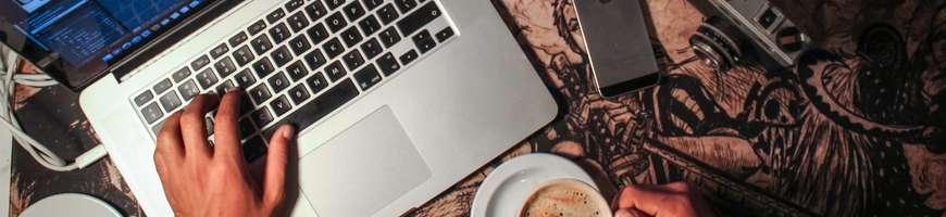Si vous cherchez à changer d'ordinateur portable, les promotions du Black Friday et du Cyber Monday sont particulièrement intéressantes. © Apple