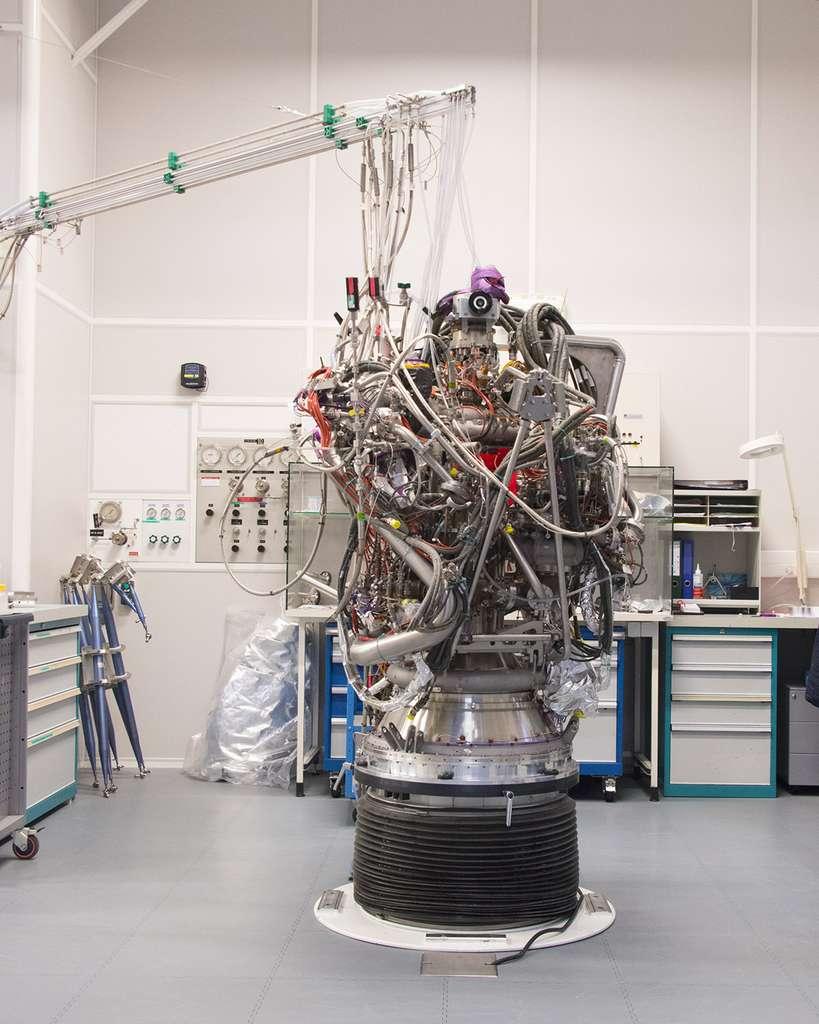 Le moteur Vinci, qui équipera le futur étage supérieur d'Ariane 6, en cours de développement dans l'établissement de Vernon d'Airbus Safran Launchers (décembre 2016). © Rémy Decourt