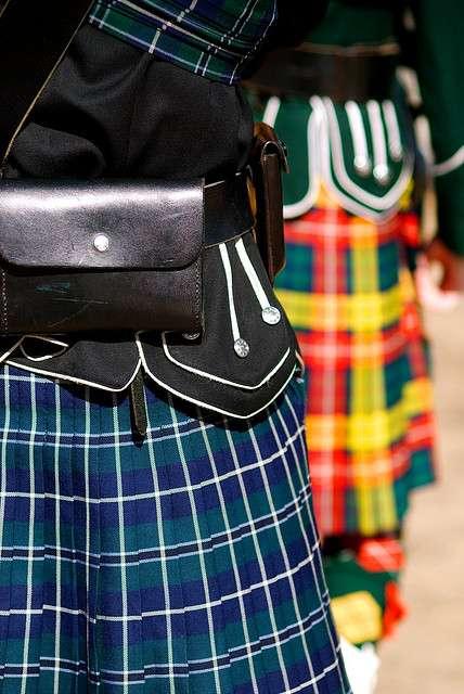 Le kilt est un vêtement traditionnel celte, dont les traces les plus anciennes remontent à la fin du XVIe siècle. Cette jupe qui descend jusqu'au genou favoriserait la virilité et la fertilité. © Reborg, Flickr, cc by sa 2.0