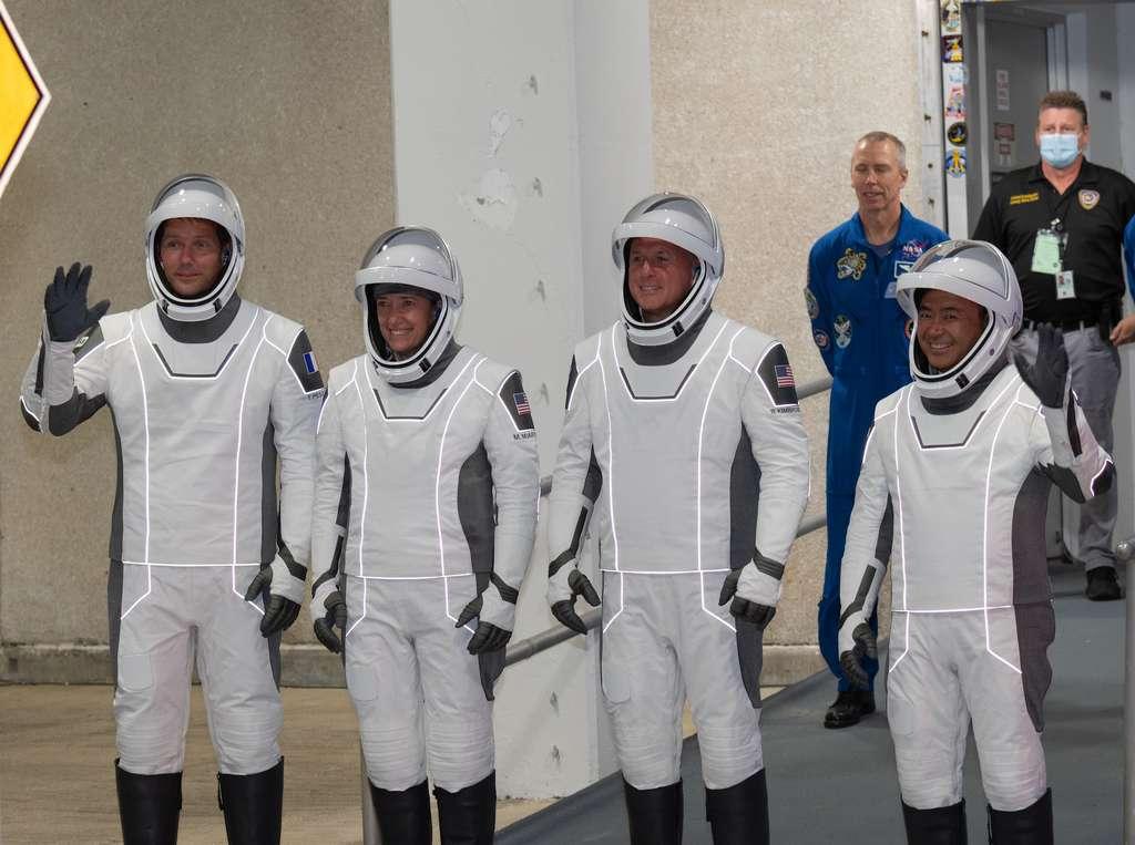 L'équipage en tenue lors de la répétition générale du 18 avril 2021. Thomas Pesquet, futur commandant de la mission Alpha, à gauche. © S. Corvaja, ESA