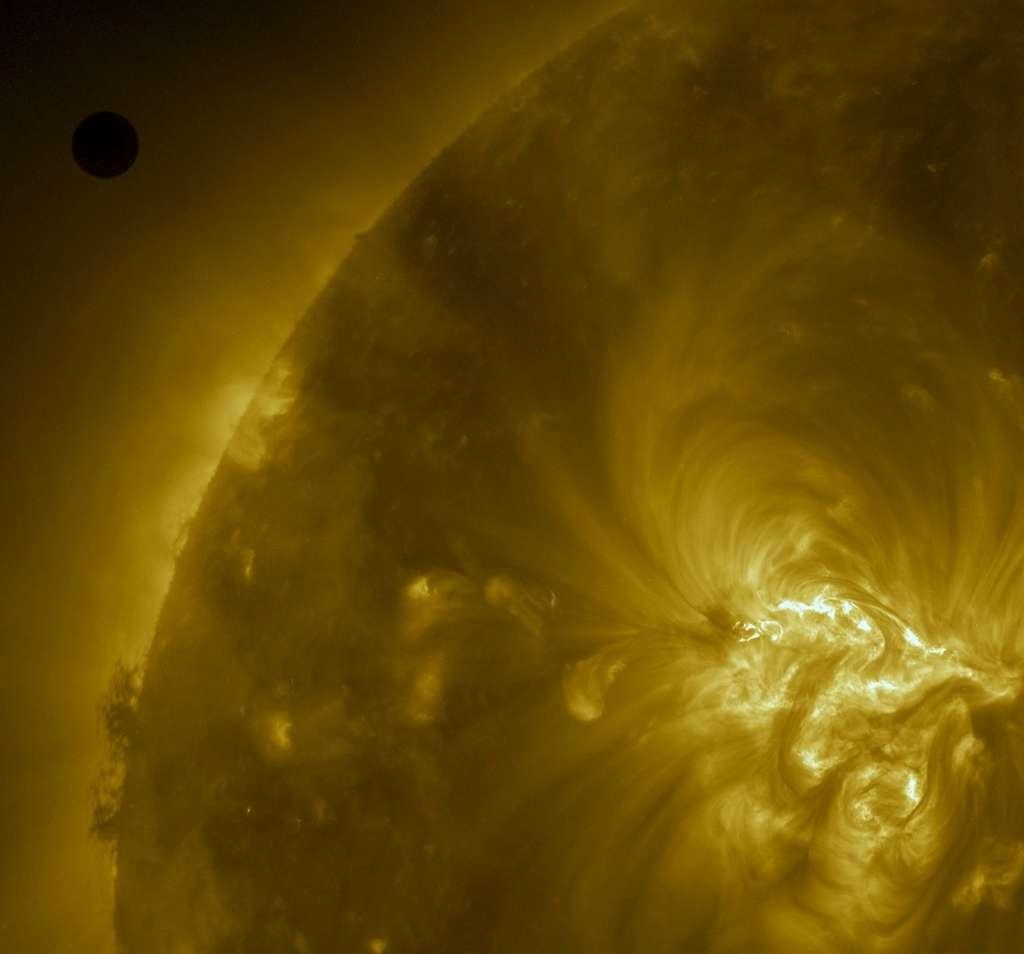 SDO a photographié Vénus un peu avant le début du transit. © Nasa