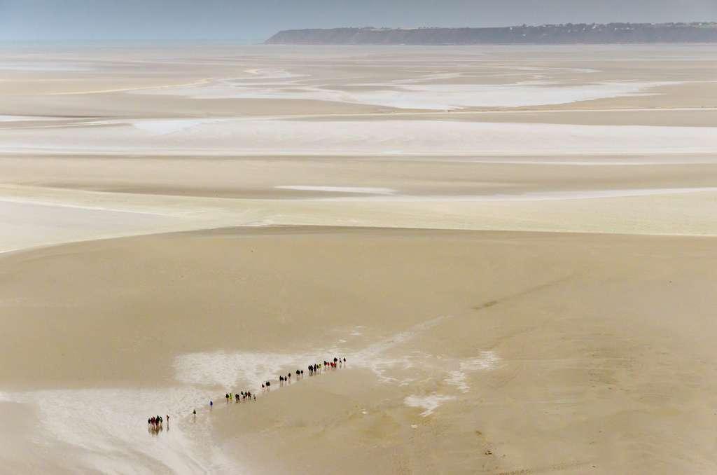 Il faut être prudent lorsque l'on s'aventure à pied sur les étendues de sable à marée basse. L'eau monte vite et la baie cache de nombreux sables mouvants. Un guide est fortement conseillé. © Mark, fotolia