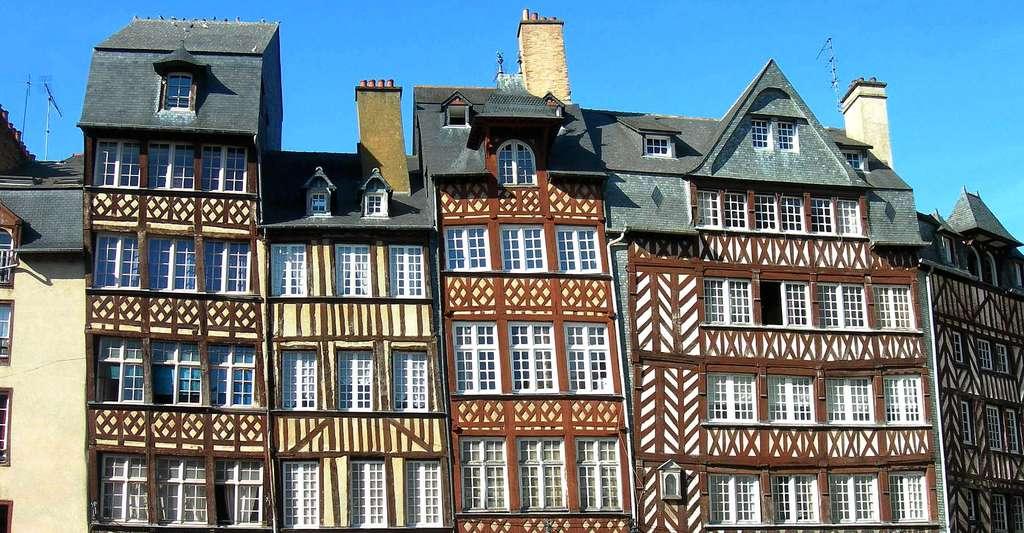 Bâtisses à pans de bois place du Champ-Jacquet dans le centre de Rennes en Bretagne. © Sokoljan, CC by-sa 3.0