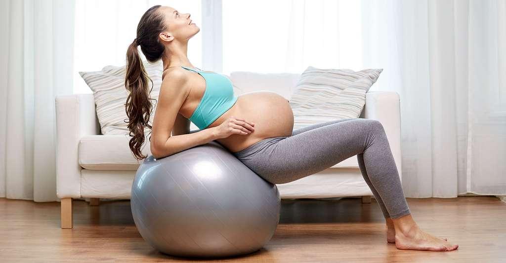 Les séances de préparation à l'accouchement sont bénéfiques pour la femme enceinte. © Syda Productions, Shutterstock