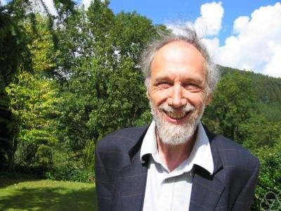 Le grand mathématicien français Alain Connes. A l'aide de la géométrie non commutative dont il est l'un des découvreurs, il a proposé une explication pour l'existence du boson de Higgs. Crédit : serge.mehl.free.fr