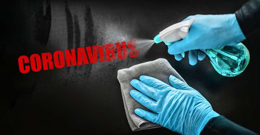 Sur certaines surfaces, le coronavirus survit plus longtemps parce que les gouttelettes dans lesquelles il est enfermé peinent à s'évaporer. Mais la météo joue aussi un rôle important dans le processus. © Maridav, Adobe Stock