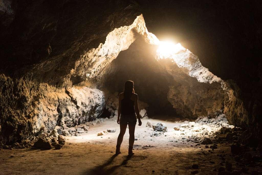 Ne vous engouffrez pas trop loin dans une grotte. © Joshua Sortino, Unsplash