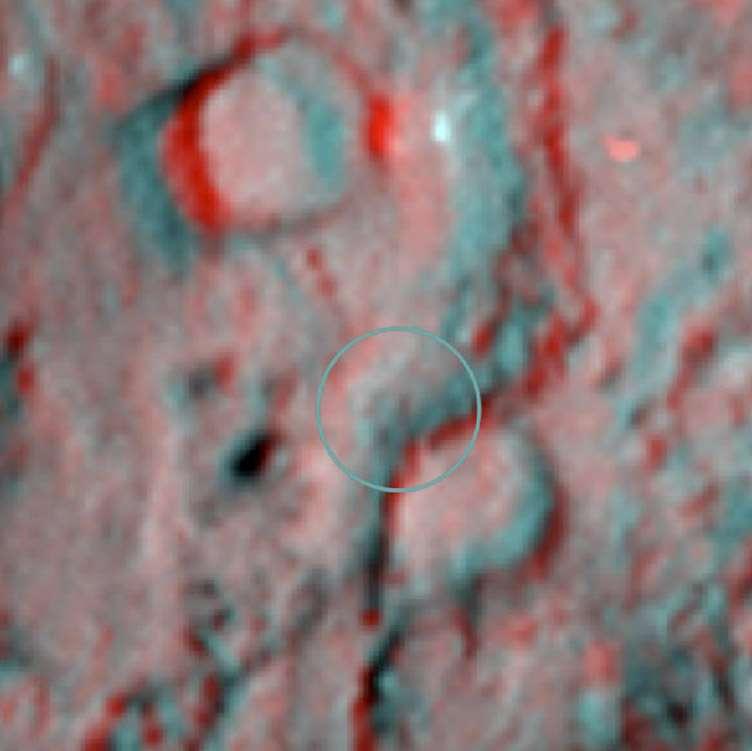 Image anaglyphe du cratère d'impact formé par le projectile tiré par la sonde Deep Impact (2005). © Nasa/JPL-Caltech/University of Maryland/Cornell.