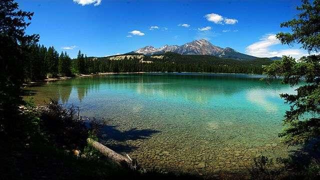 Le lac Edith, au parc de Jasper, l'un des parcs des montagnes rocheuses canadiennes. © Smackaay, CC by-nc 3.0