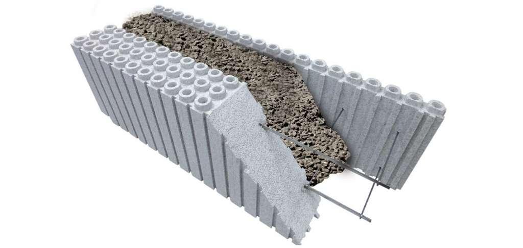 Le bloc à bancher évolue. Constitué de parois en polystyrène expansé et d'une armature métallique, le bloc à bancher Euromac 2 permet de réaliser en une seule opération l'élévation des murs et l'isolation de la maison. © Euromac