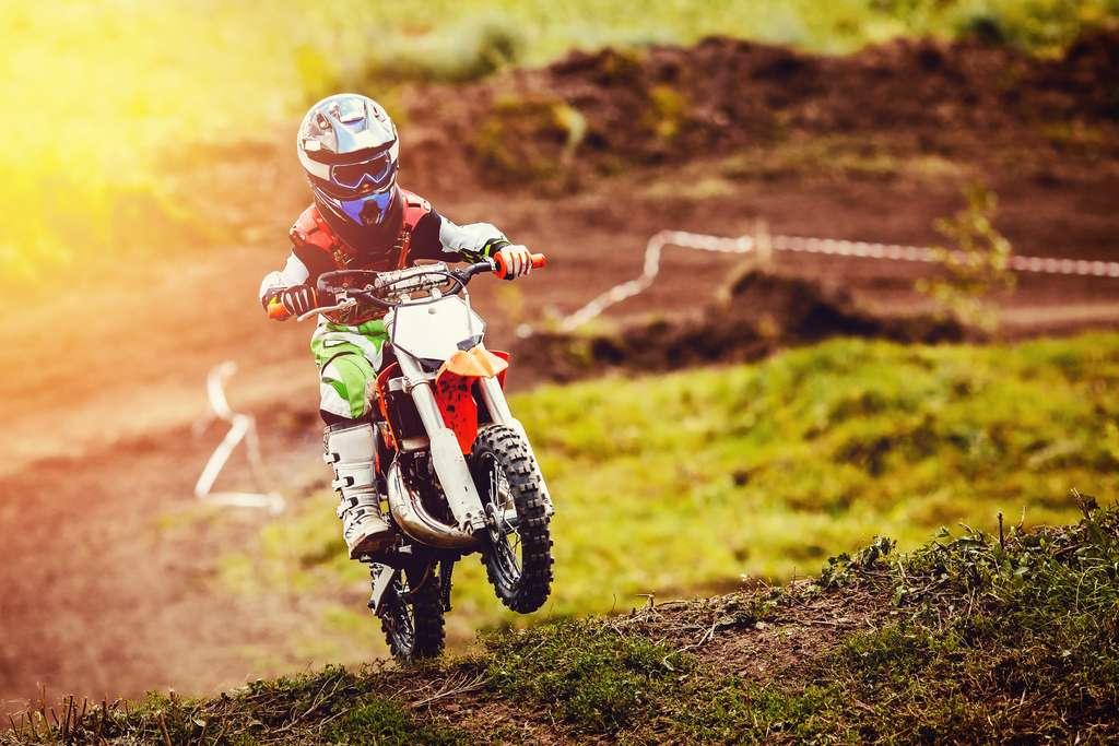 Une moto ou un quad électrique est plus écologique et génère moins de bruit qu'un engin thermique. © Parilov, Adobe Stock