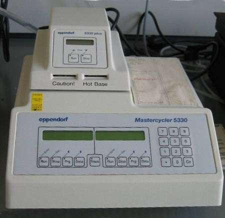 Machine d'amplification de fragments d'ADN par PCR (Crédit : Magnus Manske).