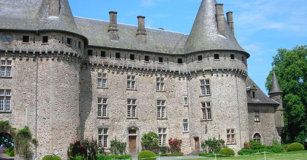 Comment en savoir plus sur la géologie corrézienne ? Ici, le château de Pompadour, en Corrèze. © Peyot, Wikimedia Commons, CC by-sa 3.0