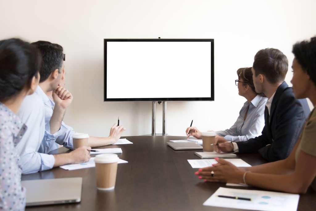 La passerelle multimédia est un moyen de dupliquer son écran PC. © fizkes, Adobe Stock