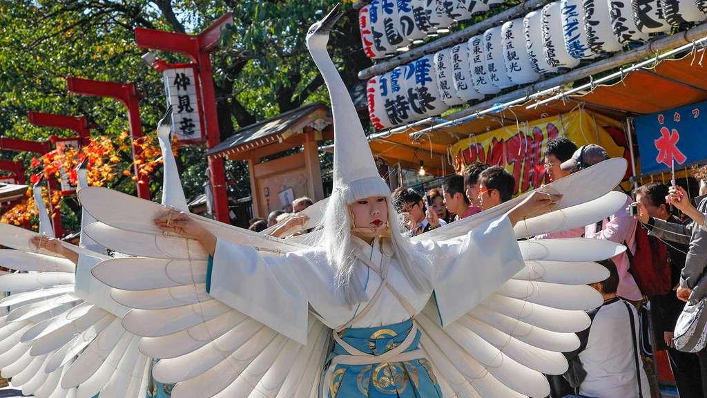 La parade des hérons blancs, à Asakusa