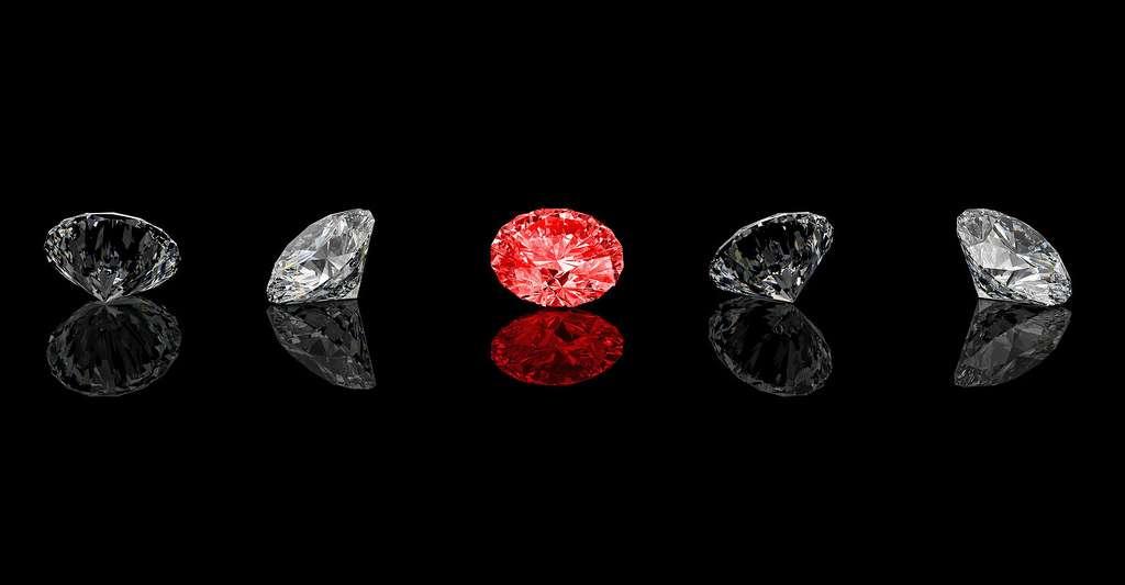 Quels sont les pays producteurs de diamants ? Ici, des diamants de taille classique, dont un rouge. © Tiero, Fotolia