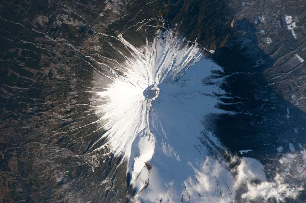 Le mont Fuji photographié à bord d'ISS le 8 février 2016. © Nasa