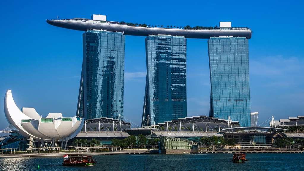 Le Marina Bay Sands de Singapour : une piscine dans le ciel