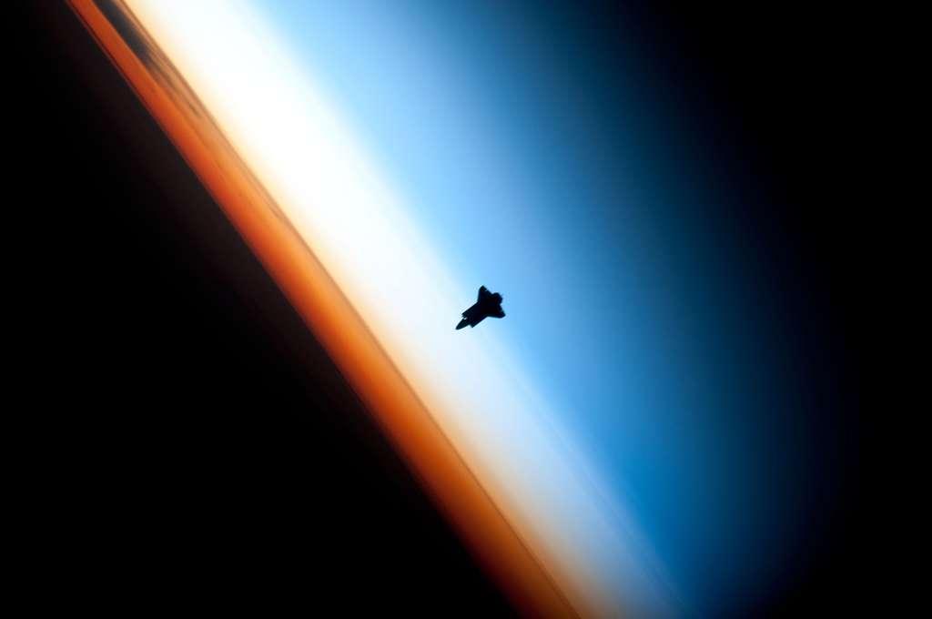 Endeavour quelques minutes avant son amarrage à l'ISS